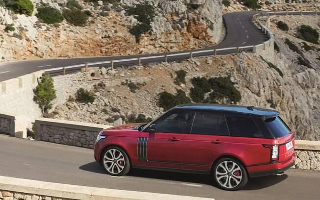Uma das novidades do Range Rover 2017 é o motor 3.0 V6 de 340 cv e 45,8 kgfm vindo do esportivo Jaguar F-Type.