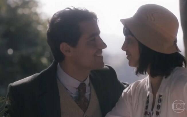 Clotilde (Simone Spoladore) e Almeida (Ricardo Pereira)