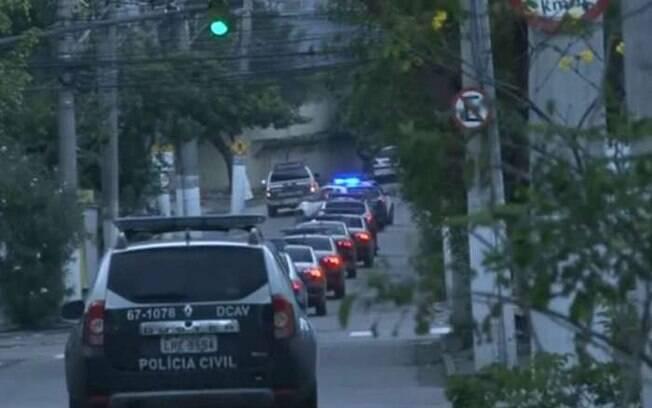 MPRJ e Polícia Civil realizam operação para prender 81 ligados ao tráfico de drogas do Morro do Cavalão, em Niterói