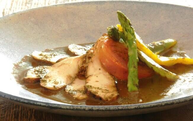 Foto da receita Frango orgânico com legumes grelhados pronta.