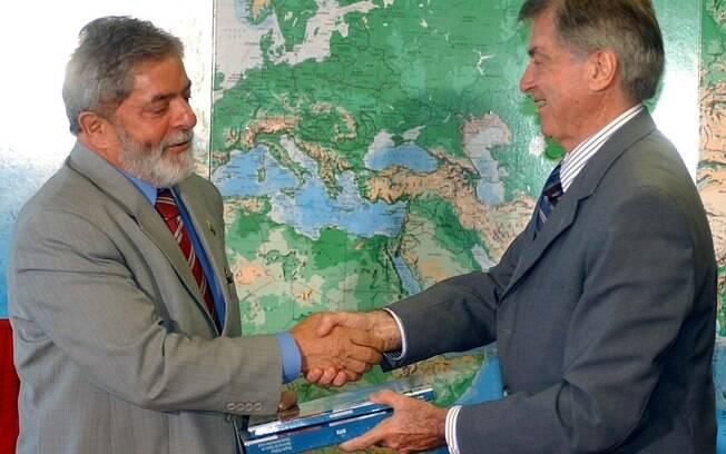 Em 2002, Lula transferiu a responsabilidade de dirigir o instituto para o empresário José Alberto de Camargo
