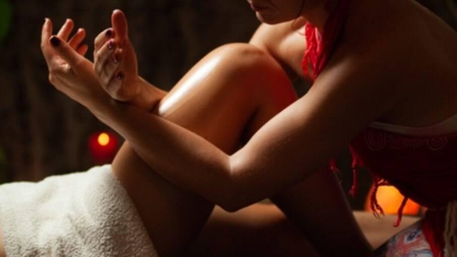A massagem tântrica explora o energético do corpo