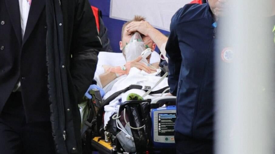 Eriksen estava acordado quando foi retirado de maca do gramado