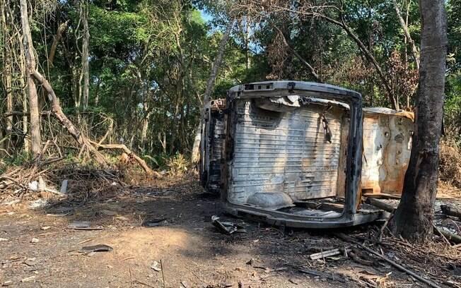 Van de ONG foi encontrada incendiada em matagal na zona leste de SP