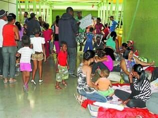 Revolta.  Cerca de 60 representantes das 70 famílias que invadiram um terreno no bairro São João passaram o dia inteiro na prefeitura