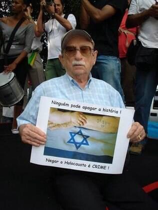 Henry Nekrycz, também conhecido como Ben Abraham, saiu de Auschwitz pesando 28 kg e com tuberculose