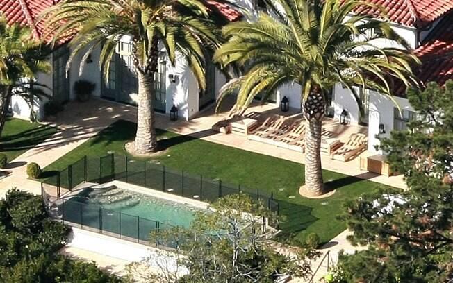 A casa de Los Angeles tem estilo de um Villa italiana e possui seis suítes