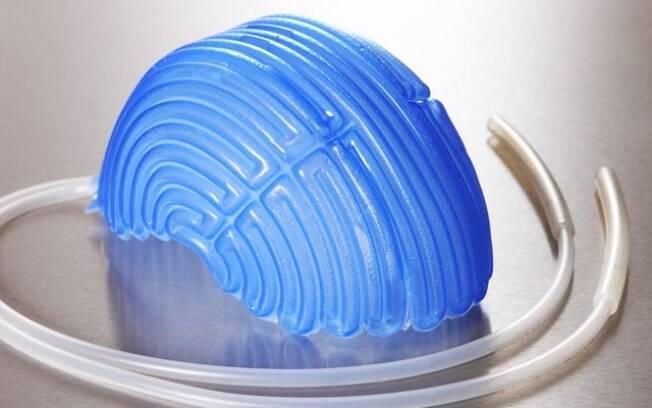 Touca usada na crioterapia ajuda a resfriar couro cabeludo do paciente