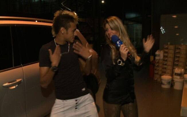 Neymar dança com Íris Stefanelli
