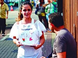 Panfletagem. Hemominas realizou campanha ontem para incentivar doação de medula óssea