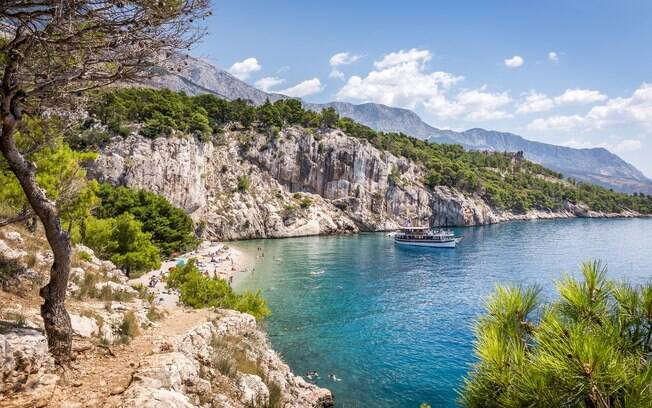 Makarska, na Croácia, está na lista de destinos de praia e montanha da booking.com