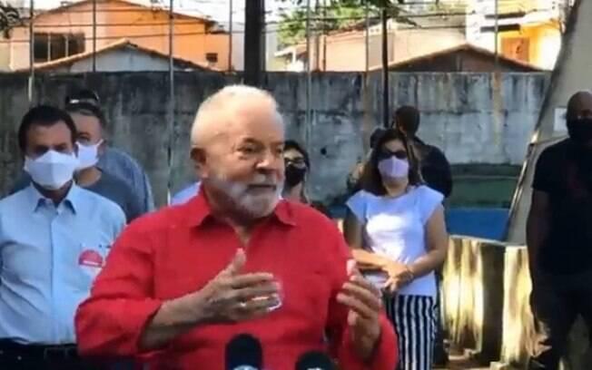 Lula vota em São Bernardo e se diz confiante em bom desempenho do PT