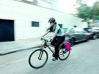 Tempo e saúde. Mariana Micoli, 23, leva menos de 1 hora para ir e voltar do trabalho