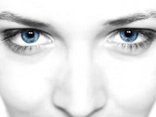 Cosméticos em embalagens roll-on oferecem vantagens para a área dos olhos