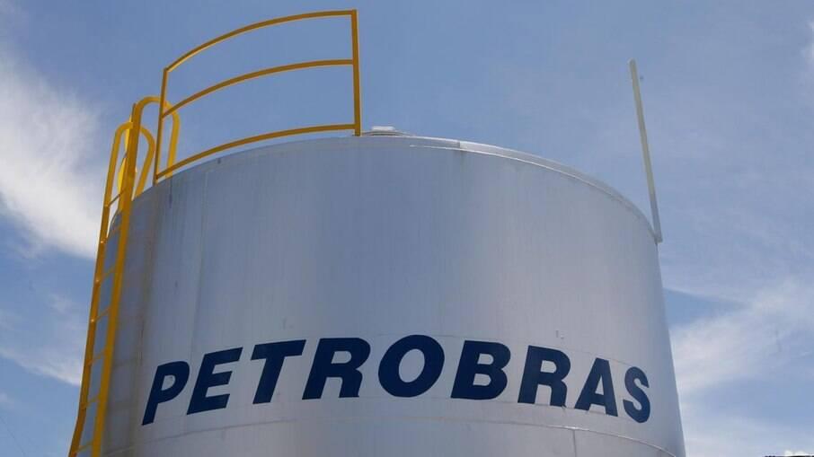 Diretoria da Petrobras considera renúncia coletiva, diz Reuters