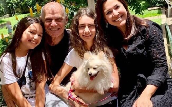 Boechat, suas duas filhas com Veruska e a cachorrinha Nina