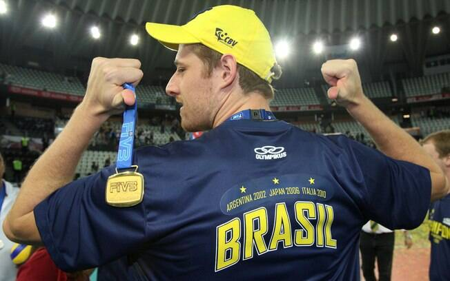O ponteiro foi campeão mundial em 2010 e  eleito o melhor jogador do torneio. Também foi o  melhor da Liga de 2010 e das Olimpíadas de  Londres