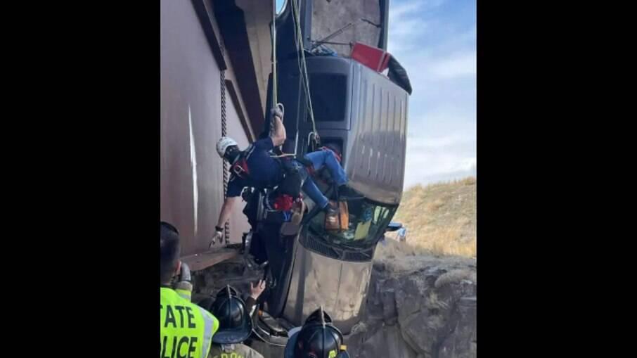 O acidente aconteceu na tarde desta segunda-feira (15)