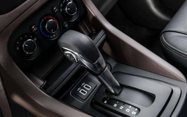Além do câmbio automático de seis marchas, o Ford Ka FreeStyle tem itens como duas entradas USB no console central