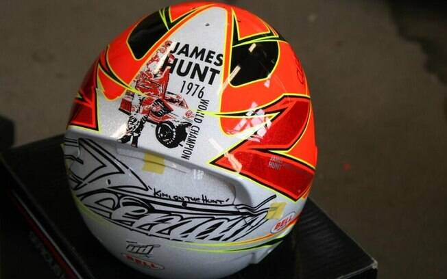 Finlandês Kimi Raikkonen, assim como no ano  passado, lembra James Hunt, campeão da F1 em 1976