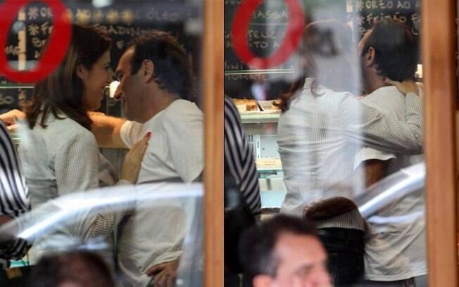 Maria Clara Gueiros e Marco André namoram em restaurante no Rio
