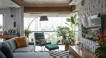Especialistas dão dicas para aproveitar o espaço atrás do sofá
