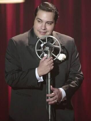 Odilon, interpretado por Tiago Abravanel, canta músicas de Tim Maia em 'Joia Rara'