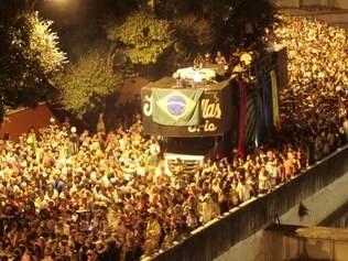 Alcova Libertina leva multidão à avenida dos Andradas