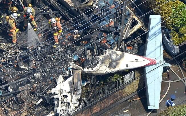 [Internacional] Avião pequeno cai em área residencial perto de Tóquio e deixa mortos 8nznlkfy150pr4182vncn1a8a