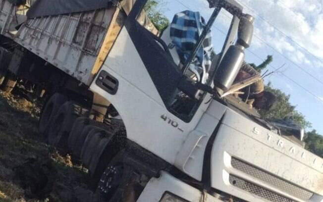 Acidente de trânsito aconteceu na manhã desta quarta-feira (25)