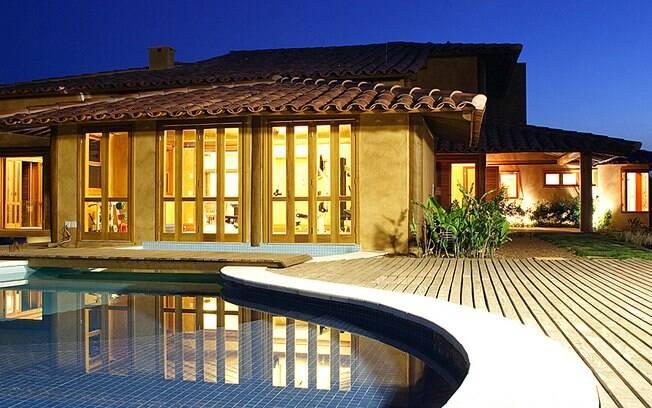 Saiba como escolher e cuidar do revestimento interno da piscina – Observar a resistência do material a mudanças de temperatura e à exposição dos raios ultravioleta ajuda na hora de fazer uma boa compra
