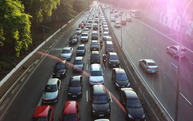 Condutor que não segue o rodízio corre o risco de ser autuado com uma infração de nível médio, com multa de R$ 130,16