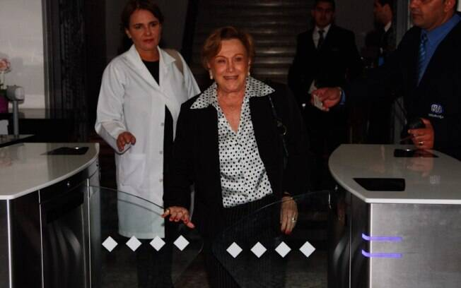 Nicete Bruno visita Reynaldo Gianecchini no hospital Sírio-Libanês