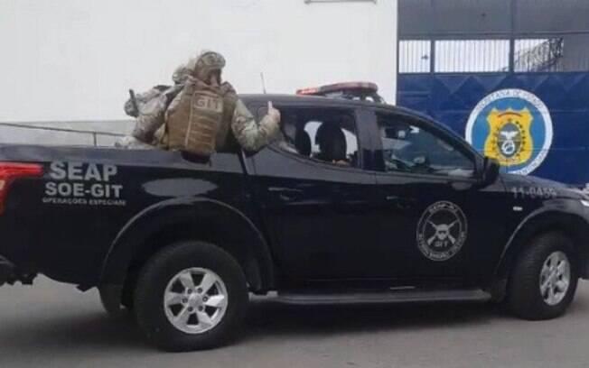 Agentes do GIT chegam à unidade prisional