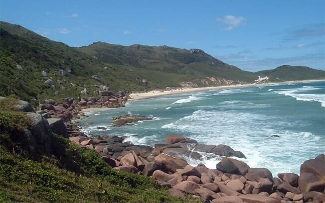 Praia da Galheta tem 950 metros de extensão e é semideserta