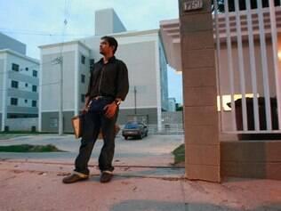 Prejuízo.  O promotor de vendas Alysson Guimarães, que vai se casar, comprou uma unidade por R$ 106 mil e está morando de favor