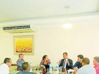 Explicações.    Em reunião com a Comissão Externa de Saúde, secretário interino falou dos problemas da área