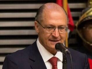 Para Alckmin, redução da pressão da água é medida de