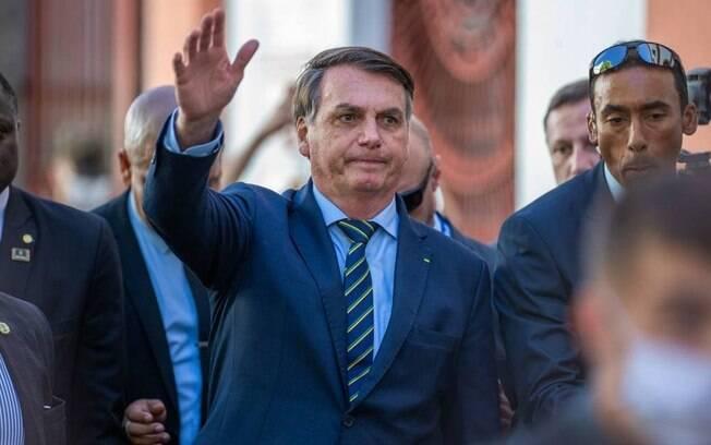 Presidente Jair Bolsonaro segue participando de eventos com grande aglomeração de pessoas
