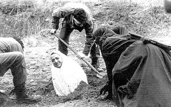Apedrejamento: mesmo sem estar no Alcorão, pena é usada por alguns países muçulmanos para punir adultério e conspiração. Foto: Reprodução/Youtube