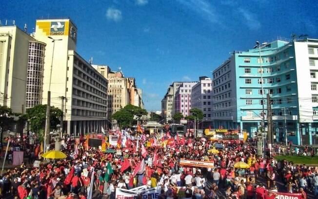 Greve geral no Recife mostra força de sindicatos