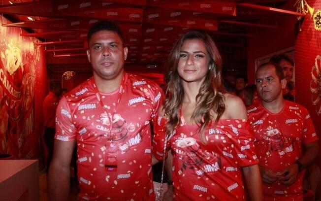 Ronaldo curte carnaval com a namorada, Paula  Morais