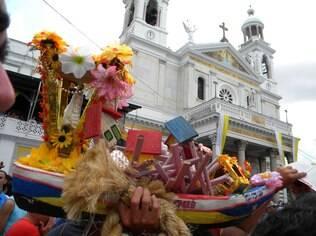 Procissão sai da Catedral de Belém e segue até a Praça Santuário de Nazaré, onde a imagem da Virgem fica exposta aos fiéis