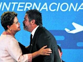 Assinatura. Solenidade contou com a presença de Dilma e do secretário de Aviação, Moreira Franco