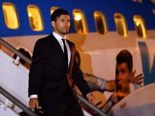 Argentina's Sergio Aguero arrives at the Tancredo Neves International Airport in Belo Horizonte, Brazil, Monday, June 9, 2014. Argentina's national soccer team arrived in Belo Horizonte to continue their preparations for the upcoming 2014 World Cup. (AP Photo/Victor R. Caivano)