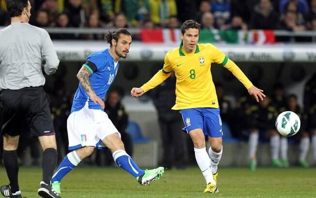 Hernanes marca no confronto entre Brasil e  Itália