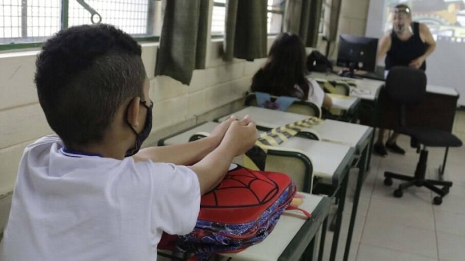 Professores brasileiros têm salário inicial mais baixo entre 40 países da OCDE
