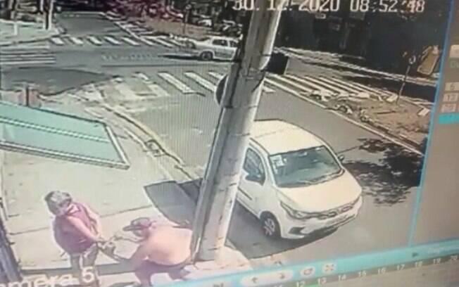 Bandido furta chave, agride dono e rouba veculo em Campinas