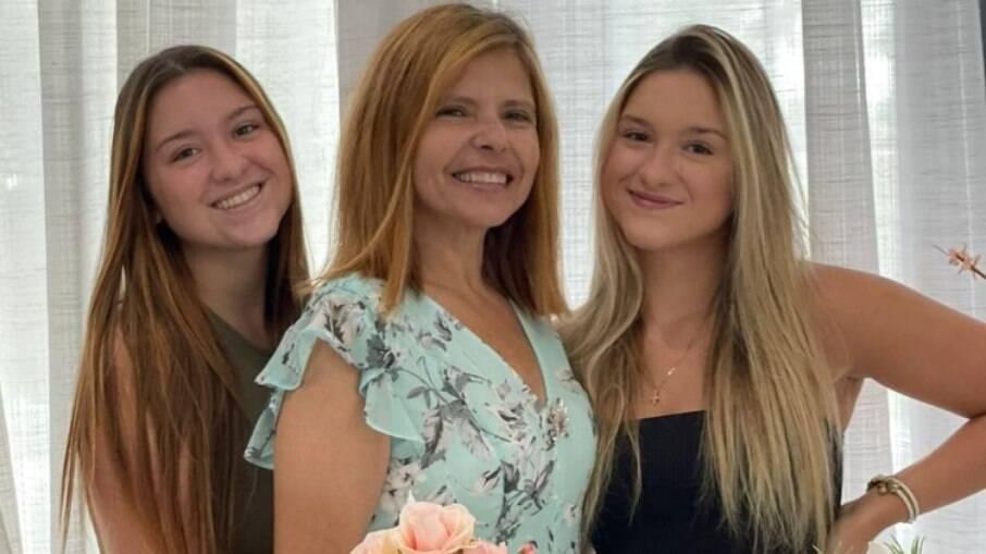 Filhas de Gugu Liberato celebram aniversário da mãe sem o irmão
