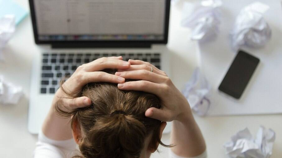 O estresse influencia a queda de cabelo